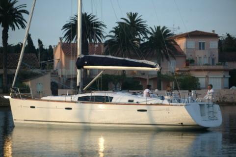 Beneteau Oceanis 43 And Oceanis 54 Flowing French Deck Design Meets Italian ...